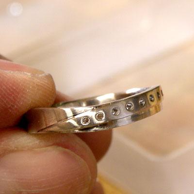 穴を空けた指輪