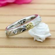 バラの花の結婚指輪