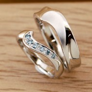 カラーダイヤが豪華なマリッジリング