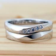 シンプルなひねりの結婚指輪
