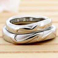 イニシャルを合わせてハート結婚指輪