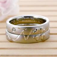 イニシャルとクローバー結婚指輪