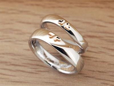 ラインのつながった結婚指輪