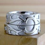 トライバル模様の結婚指輪