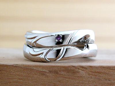 イニシャルが隠された結婚指輪