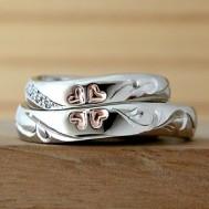 ピンククローバーとイニシャルの結婚指輪
