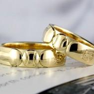 野球のボールとバットの結婚指輪