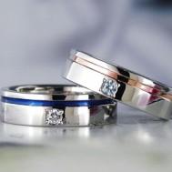 シンプルなラインが入った結婚指輪