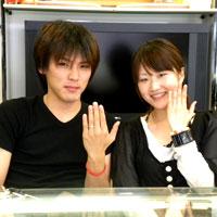 天使の羽と変形クローバー結婚指輪