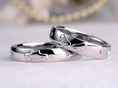 天使の羽と自動車の結婚指輪