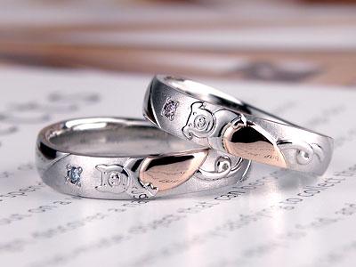 ハートを抱えた結婚指輪