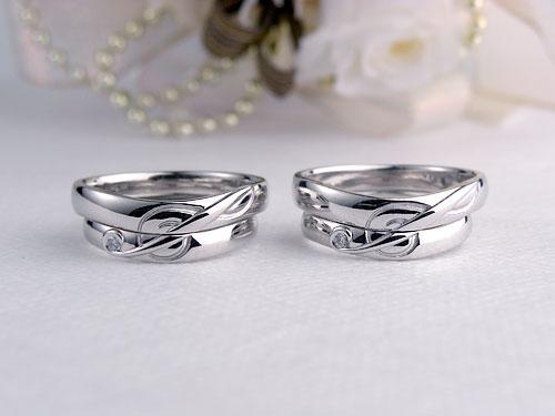 音符のト音記号を使った結婚指輪をサンプルリングと一緒に