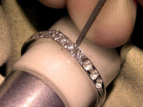 ダイヤモンド彫り留めの様子