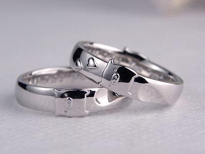 子ブタのモチーフ指輪