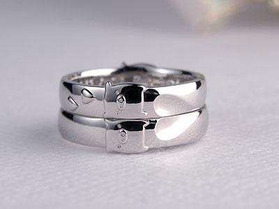 仲良く並んだ結婚指輪