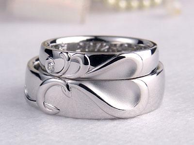 イニシャルCとDの結婚指輪