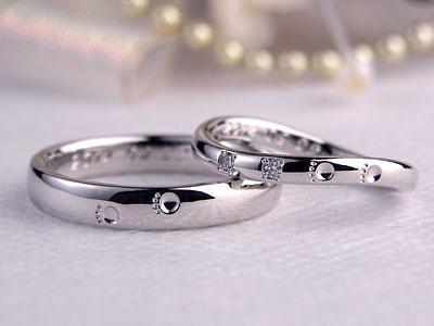 ダイヤとネコの足跡が入った結婚指輪