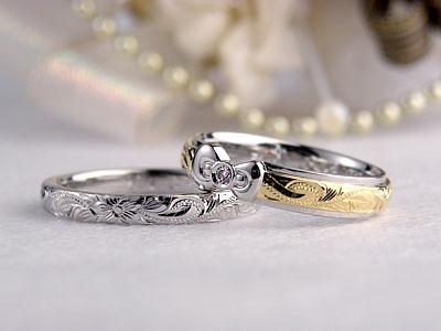 リボンが付いたコンビのハワイアン結婚指輪