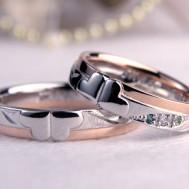 クローバーに唐草彫刻結婚指輪