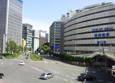 梅田の阪神百貨店前