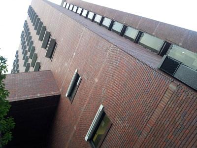大阪工房が入るプラザ梅新ビル