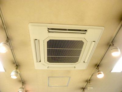 新しいエアコン取り付け完了