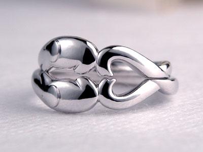 ゾウの鼻先がハートになった結婚指輪