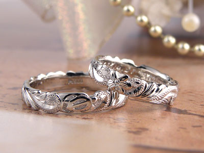 立体彫刻のハワイアン結婚指輪